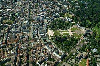 Karlsruhe, Luftbild mit Schloss